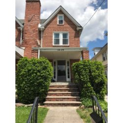 Lovely, Spacious Colonial Twin – Close to Shopping and Transportation